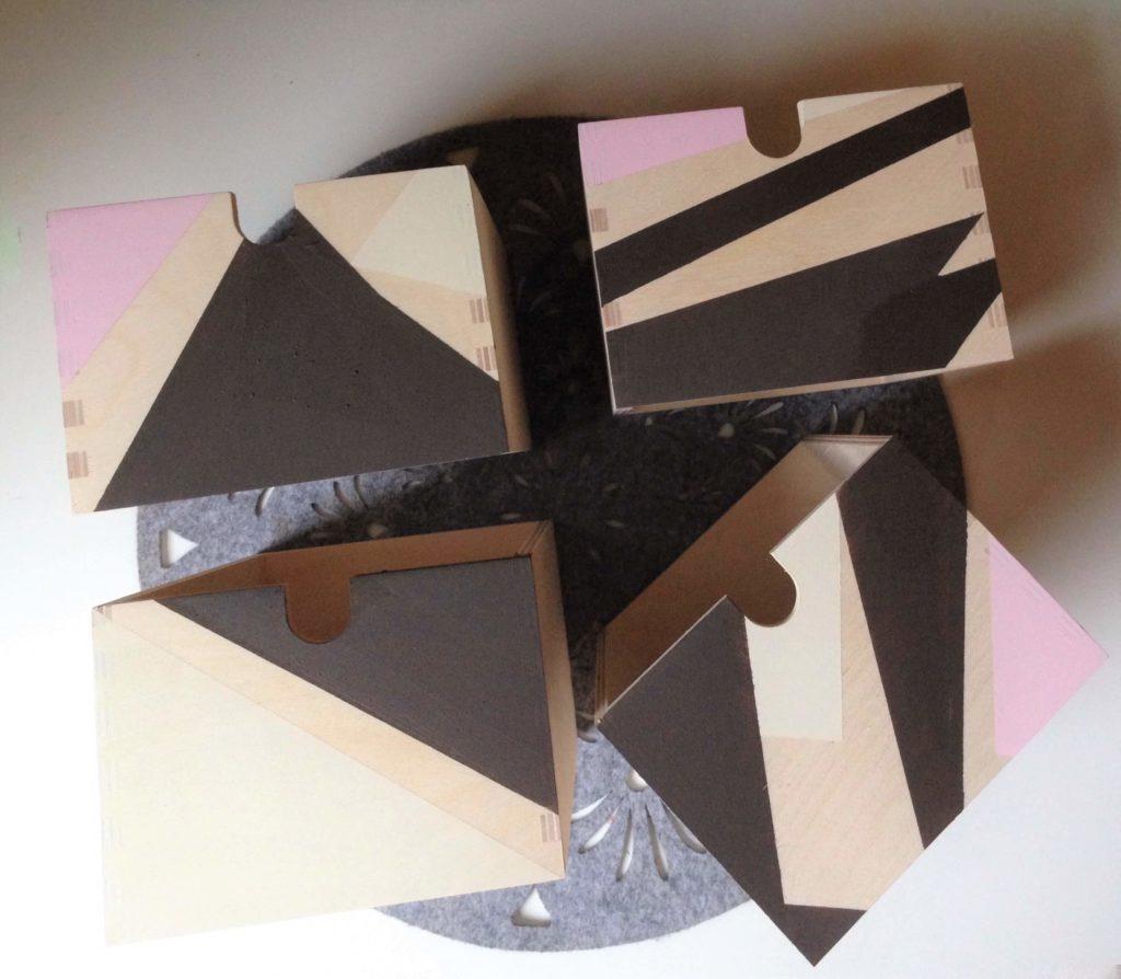 Metamorfoza mini komody cztery szuflady mini komody z frontami pomalowanymi w geometryczne wzory