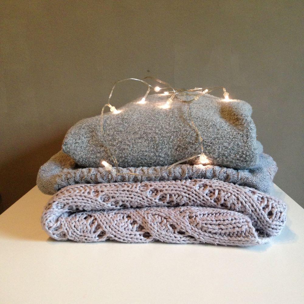 trzy rodzaje materiałów wełnianych na poduszki